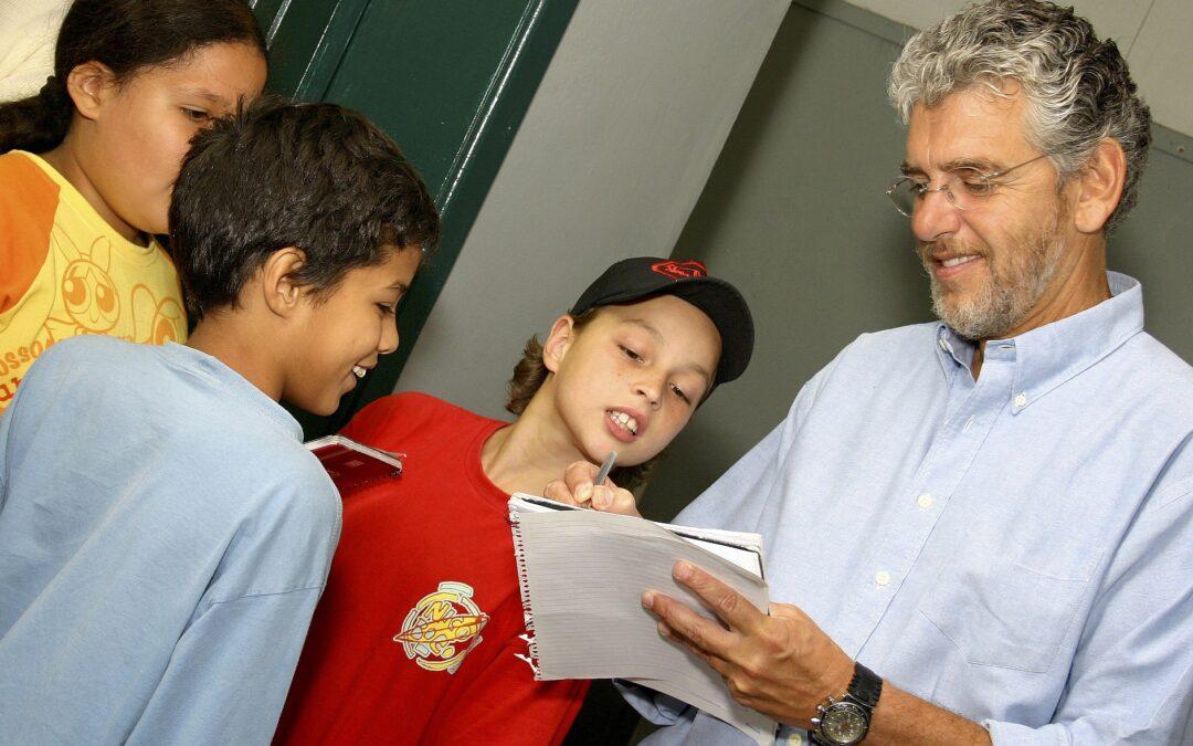 Garantir os direitos das crianças à alfabetização na idade certa